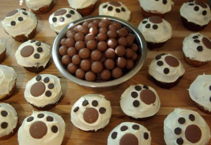 Dog themed cupcakes and dog dish cake