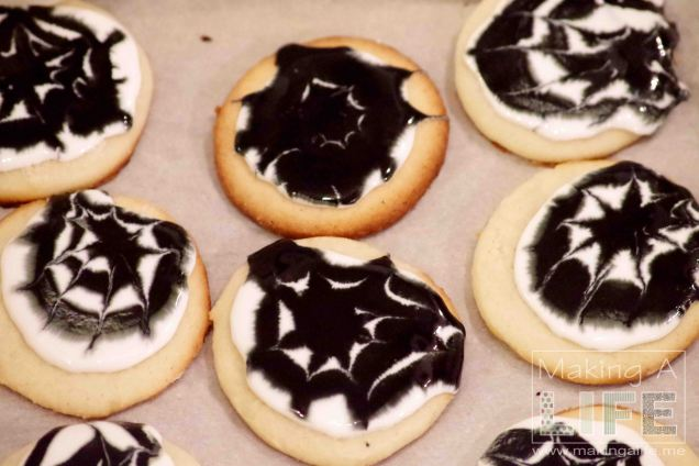 spider-web-cookies-2_making-a-life
