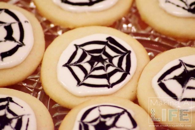 spider-web-cookies-4_making-a-life