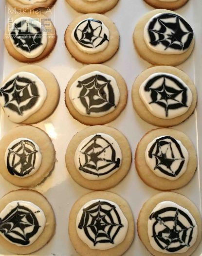 spider-web-cookies-5_making-a-life