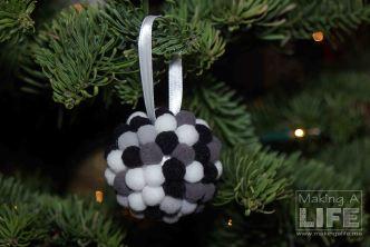 pom-pom-balls-5_making-a-life